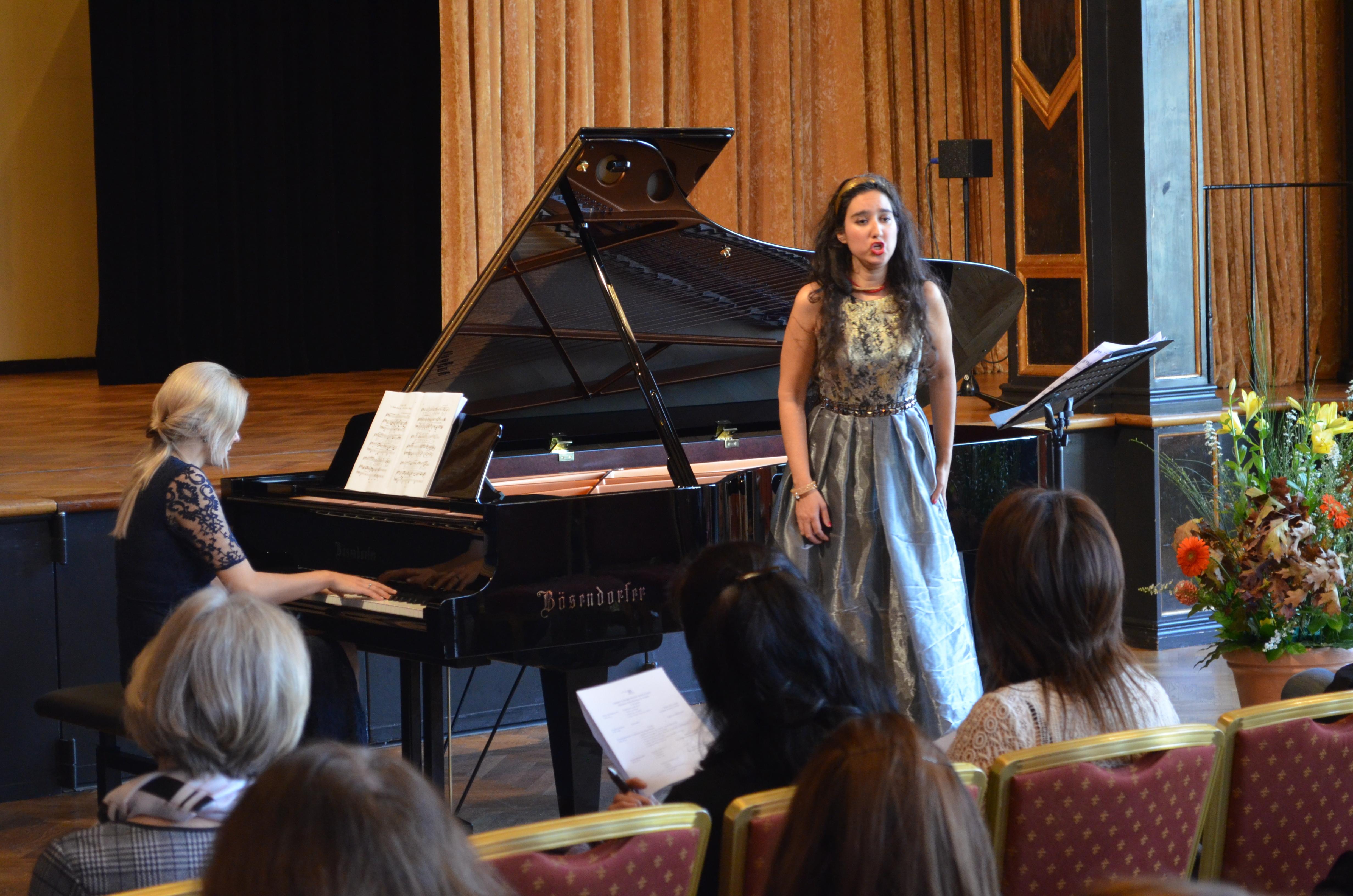 Künstlerhaus München mit der Pianistin Petra Holländer - Pogády, Lieder einer Märchenprinzessin von Karol Szymanowski. © Marcus Freisem